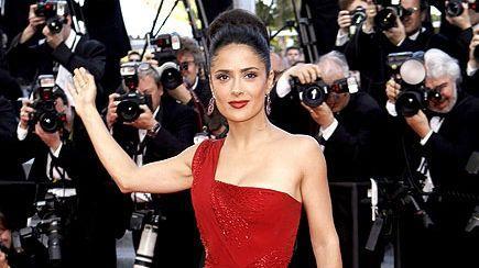 Foto: Actriţa Salma Hayek s-a simţit desfigurată