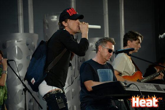 Dima Bilan s-a trezit fără pantaloni în scenă! Foto