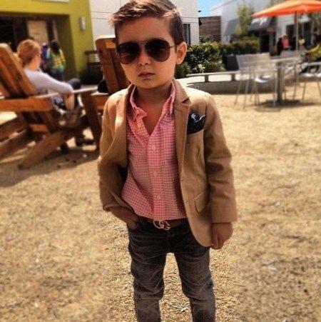 Cel mai căutat model, care prezintă haine pentru copii! Foto