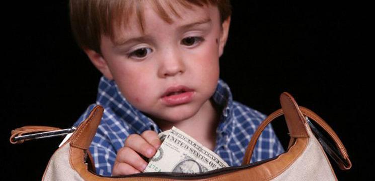 Când copilul fură de la părinți…