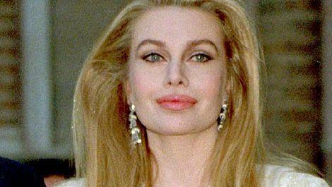 Din italiancă sexy, a ajuns spaima plajelor. Cum arată acum fosta soţie a lui Berlusconi ! FOTO