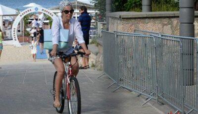 Xenia Sobceak pe plajă cu soțul! Vezi poze