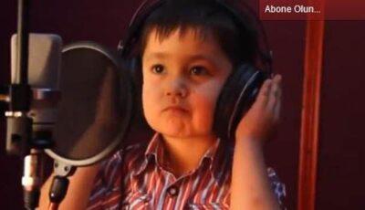 Cântă uimitor la doar 4 ani!