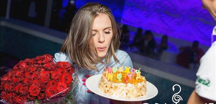 Olga Manciu a fost surprinsă cu flori şi tort la locul de muncă! Vezi cum a sărit în sus de fericire!
