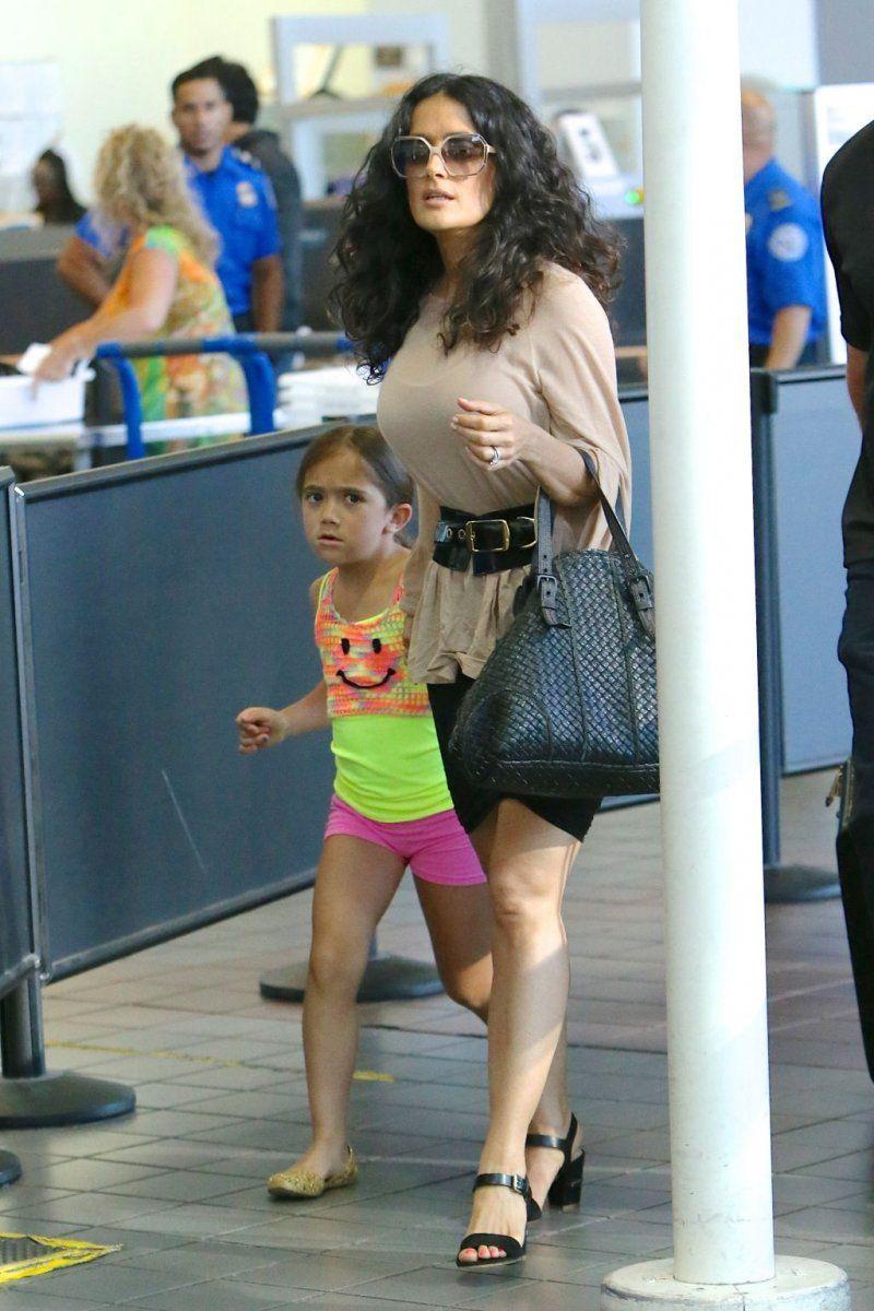 Foto: Fetiţa Salmei Hayek nu seamănă deloc cu ea