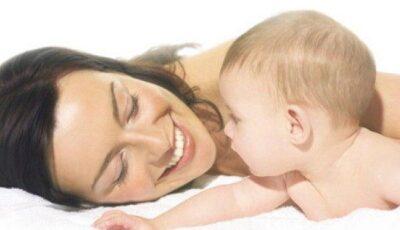 Cum poţi ajuta bebeluşul când are colici?
