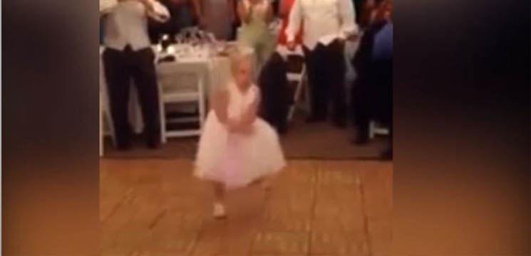 """O fetiţă a dansat uimitor """"Gangnam Style""""!"""