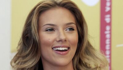 Scarlett Johansson s-a logodit!