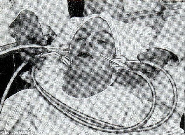 La ce gesturi disperate apelau femeile din trecut pentru a fi frumoase!