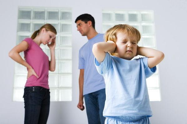 Cum îi spui copilului că divorţaţi