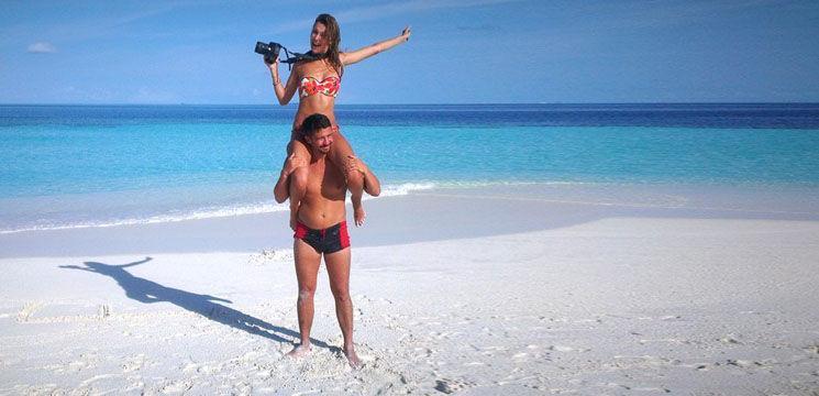 Pașa Parfeni, în chiloței, pe o plajă exotică!