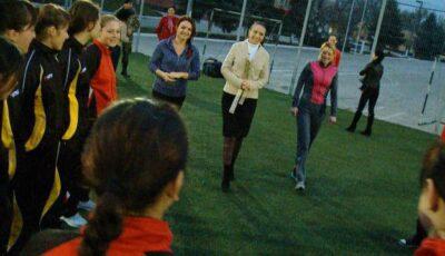 Fetele din proiectul Slăbește Sănătos au testat viața de armată!