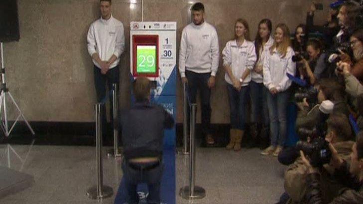 Ce fac locuitorii din Moscova pentru o călătorie gratis cu metroul