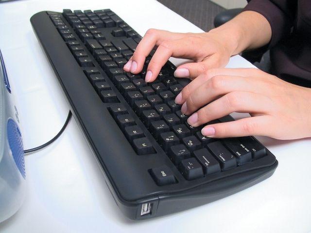 Boala de care suferă 80% dintre persoanele care folosesc un calculator