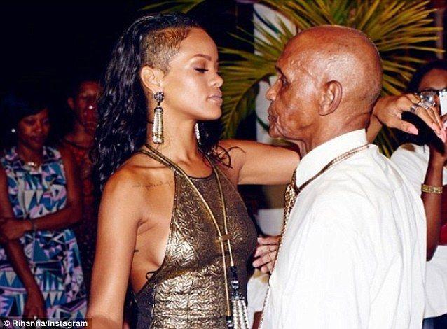 Rihanna îi arată bunicului ce poate