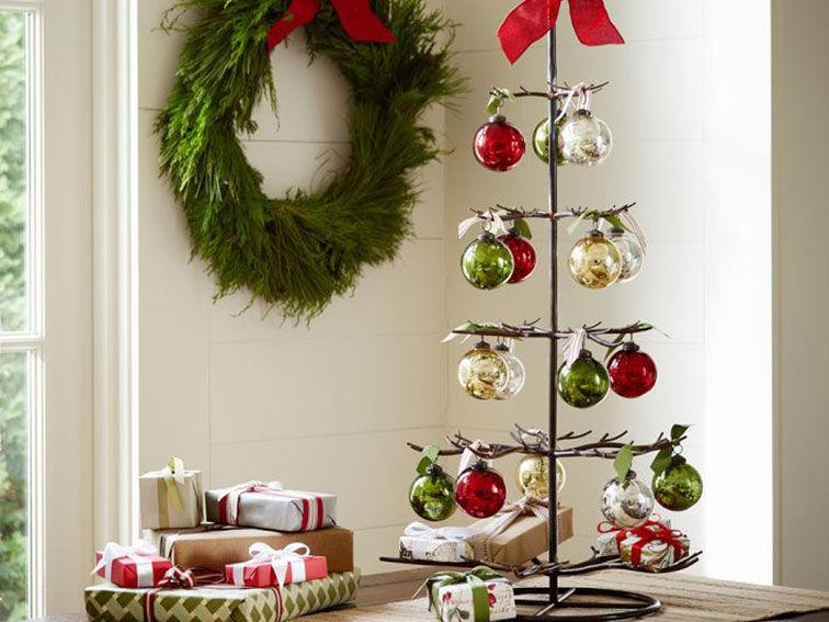 DenizHome-Christmas-Cheer-with-Metal-Ornament-Tree
