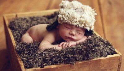 Bebeluşii din Finlanda dorm în cutii de carton