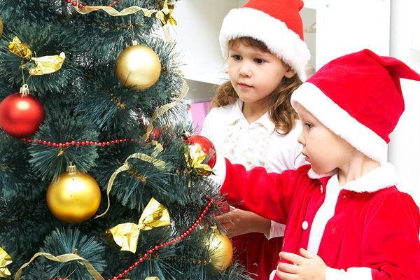 Decoraţiunile de Crăciun – riscuri ascunse pentru copii