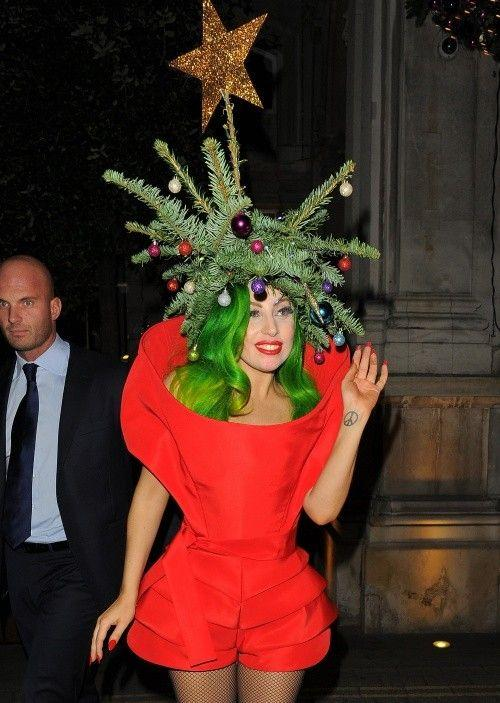 Lady Gaga cu bradul de Crăciun pe cap!