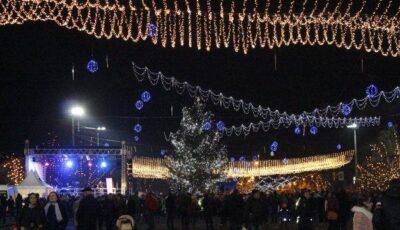 Poze de la inaugurarea Bradului de Crăciun