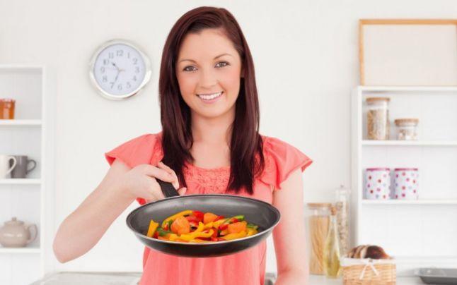 Foto: 5 alimente mai benefice când sunt gătite decât în stare crudă