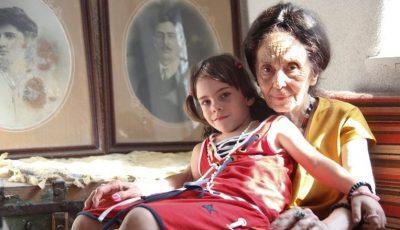 Iată cum arată femeia care a născut la 67 de ani şi fiica ei