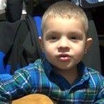 Foto: Pavel Stratan, criticat că îşi învaţă băiatul să spună bancuri deplasate (Video)