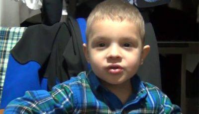 Pavel Stratan, criticat că îşi învaţă băiatul să spună bancuri deplasate (Video)