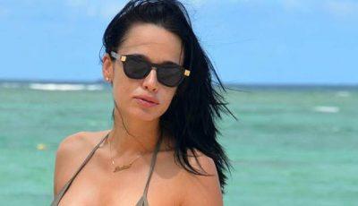 Andreea Raicu, singură pe plajele din Brazilia!