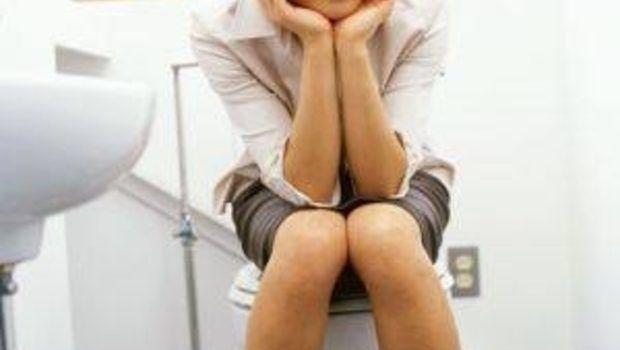 Foto: Ce semnifică schimbările de culoare şi miros ale urinei