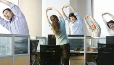 Exerciții la birou pentru tonifierea mușchilor!