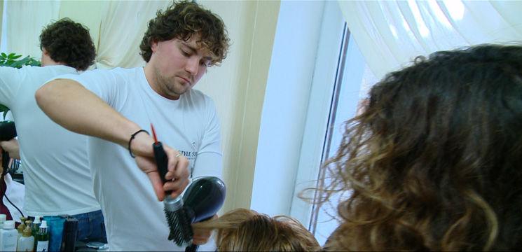 Foto: Hair-stilistul Ion Țurcan și-a surprins plăcut clientele!