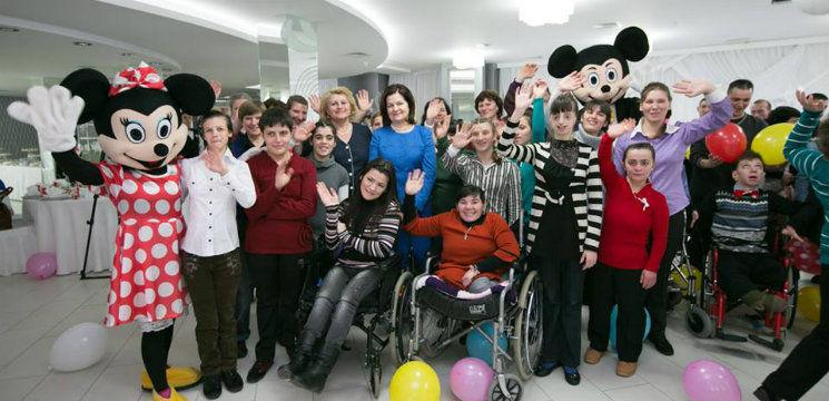 Foto: Prima Doamnă a chemat interpreţii să cânte pentru copiii cu dizabilităţi