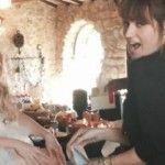 Foto: Shakira a îmbrăcat rochia de mireasă!