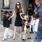 Angelina-Jolie-si-Brad-Pitt-au-urmarit-musicalul-Wicked-alaturi-de-copiii-lor