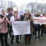 """Foto: Sefa CNAS-ului către mămicile protestatare: """"Bani nu-s în buget, NU-S!"""""""