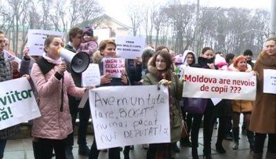 """Sefa CNAS-ului către mămicile protestatare: """"Bani nu-s în buget, NU-S!"""""""