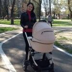Foto: Primele plimbări ale Evelinei cu mămica!!!