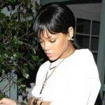 Foto: Rihanna, în chiloți roz la restaurant!