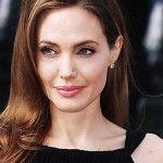 Foto: Angelina Jolie se pregăteşte de o nouă operaţie