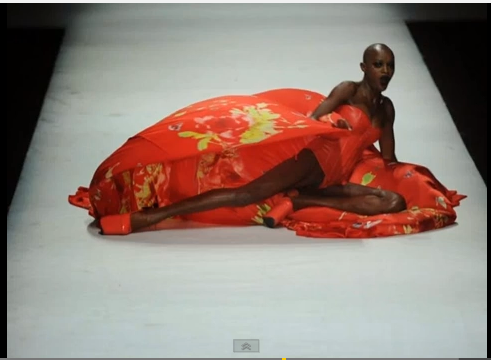 Trei modele au căzut pe podium la Săptămâna Modei din China!