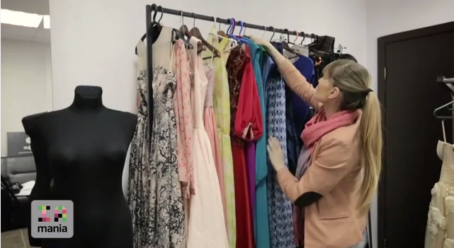 Vreți rochii colorate cu accente florale? Ludmila Storojuc vi le aduce la IaMania!