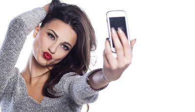Postezi des poze pe internet? Medicii te avertizează că suferi de o boală
