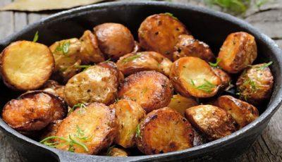 Cum obţii cartofii la cuptor, crocanţi şi gustoşi