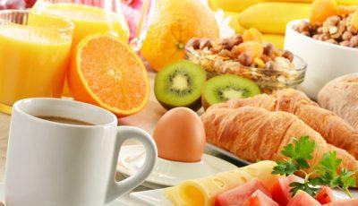Ce trebuie să mănânci la micul dejun ca să fii sătulă mai mult timp