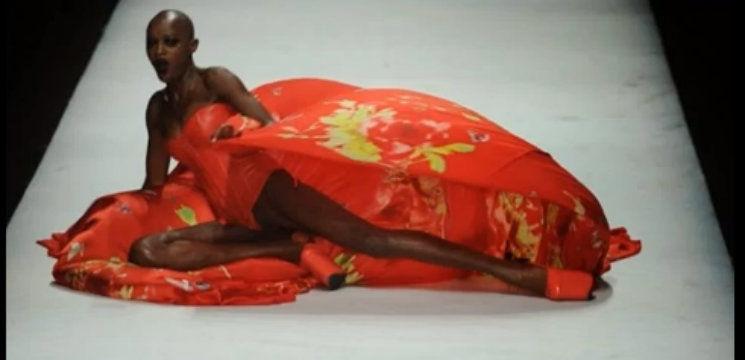 Foto: Trei modele au căzut pe podium la Săptămâna Modei din China!