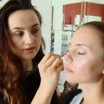 Foto: Atenție! Cum alegi corect produsele de make-up (Video)