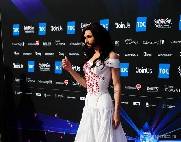 Bărbați în rochii din dantelă, la deschiderea Eurovisionului!