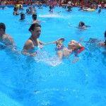 Foto: Urinarea în piscină! Adevăratul pericol legat de acest comportament