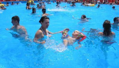 Urinarea în piscină! Adevăratul pericol legat de acest comportament
